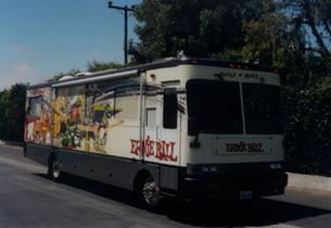 Странствующий автобус Ernie Ball